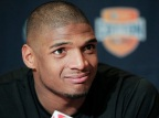 Bisexual NFL Player Speaks Out Against Michael Sam