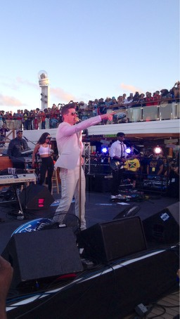 Robin Thicke rocks the 2014 Fantastic Voyage stage!