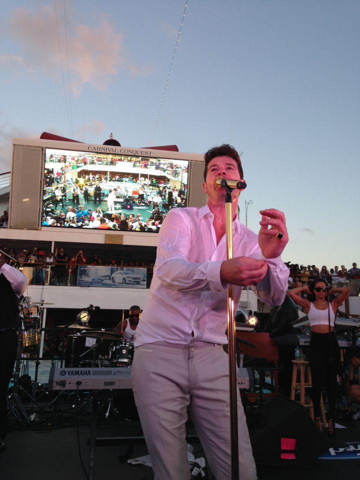 Robin Thicke on the 2014 Fantastic Voyage stage!