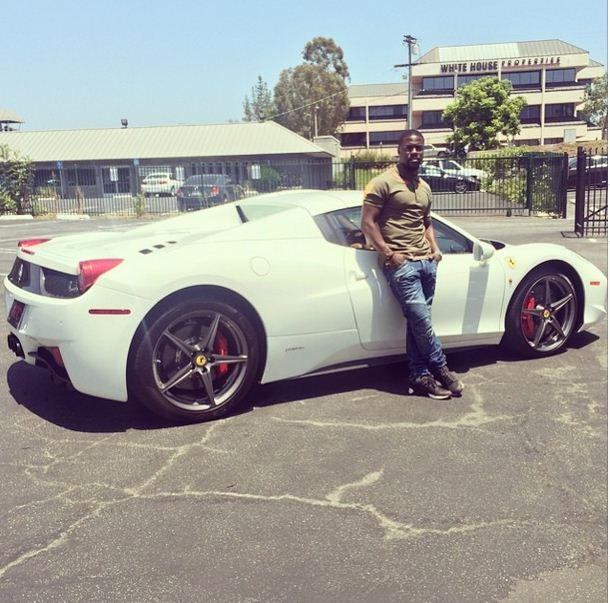 Kevin Hart poses in front of his brand new 2015 Ferrari