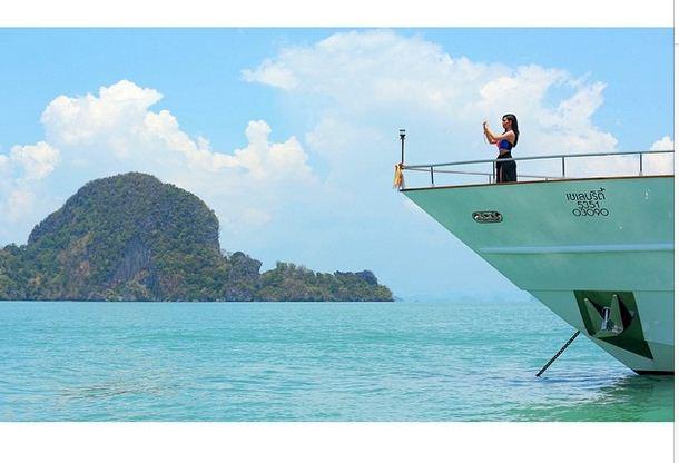Kim Kardashian vacations in Thailand
