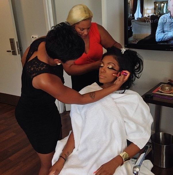 Porsha Stewart gets her hair and makeup done at home