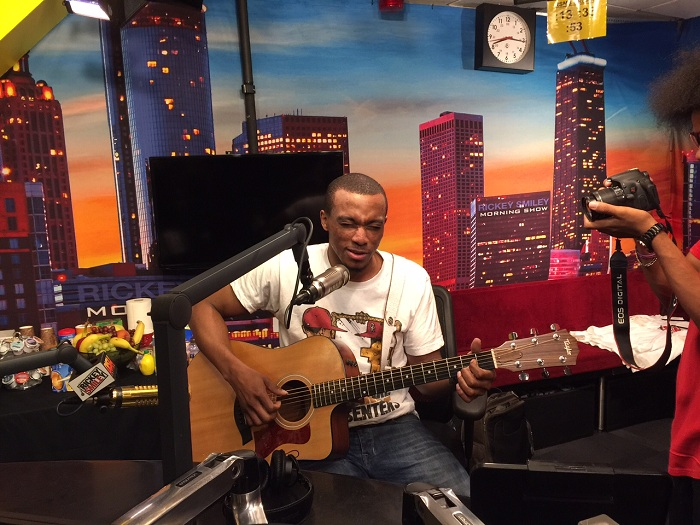 Jonathan McReynolds performs in studio!