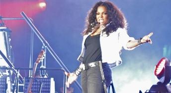 Janet Jackson Perform With Ex-Backup Dancers