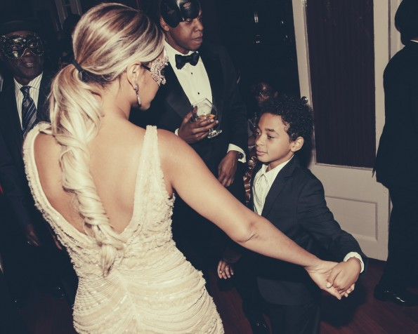 Beyonce is the auntie to Solange's son Juelz. In fact, they once did a Nintendo DS commercial together.