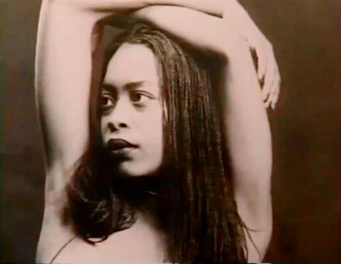 #TBT: Erykah Badu's Boldest Looks Ever!