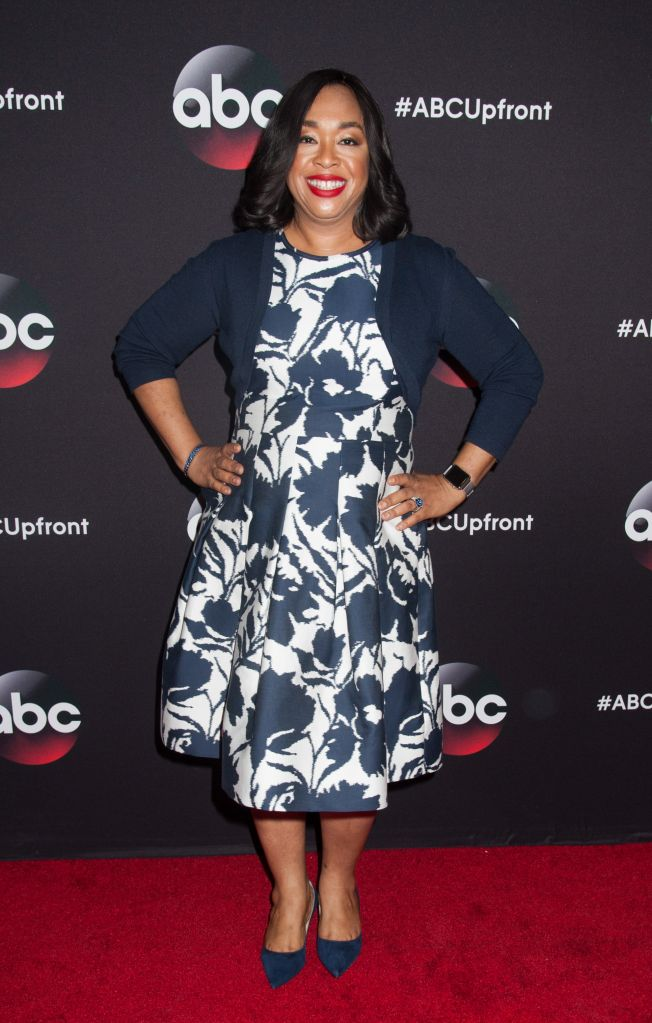 05/12/2015 - Shonda Rhimes - 2015 ABC Upfront Presentation - Arrivals - Avery Fisher Hall at Lincoln Center - New York City, NY, USA - Keywords: Vertical, Presenting, Arts Culture and Entertainment, Attending, Celebrity, Celebrities, Television Show, Portrait, American Broadcasting Company, TV Network Upfront, Topix, Bestof Orientation: Portrait Face Count: 1 - False - Photo Credit: Janet Mayer / PRPhotos.com - Contact (1-866-551-7827) - Portrait Face Count: 1
