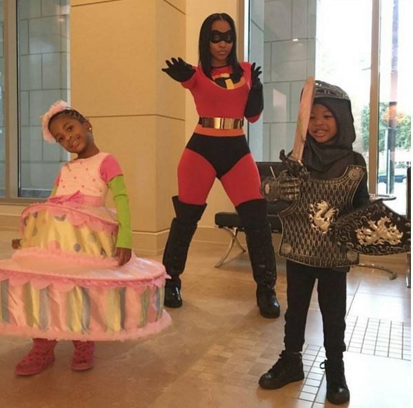 Monyetta Shaw (Neyo's baby's mother) as Mama Incredible and their kids