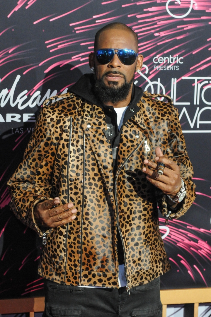 1996: Tiffany Hawkins Eues R. Kelly For Alleged Sexual Misconduct