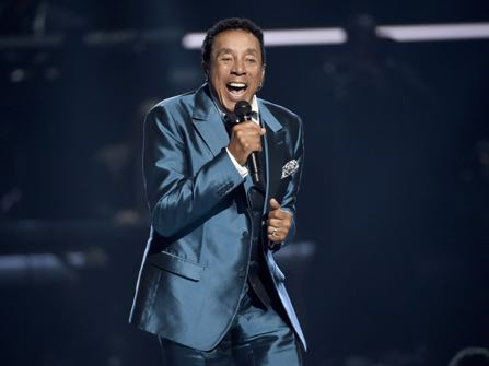 Smokey Robinson To Release First Solo Christmas