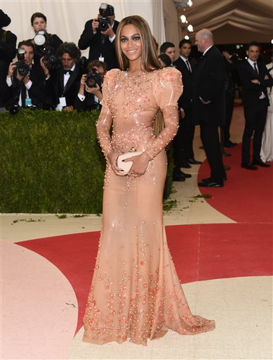 Beyonce starred alongside Idris Alba in 'Obsessed'