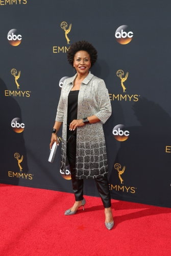 Jenifer Lewis Tells All In New Memoir 'The Mother Of Black Hollywood'