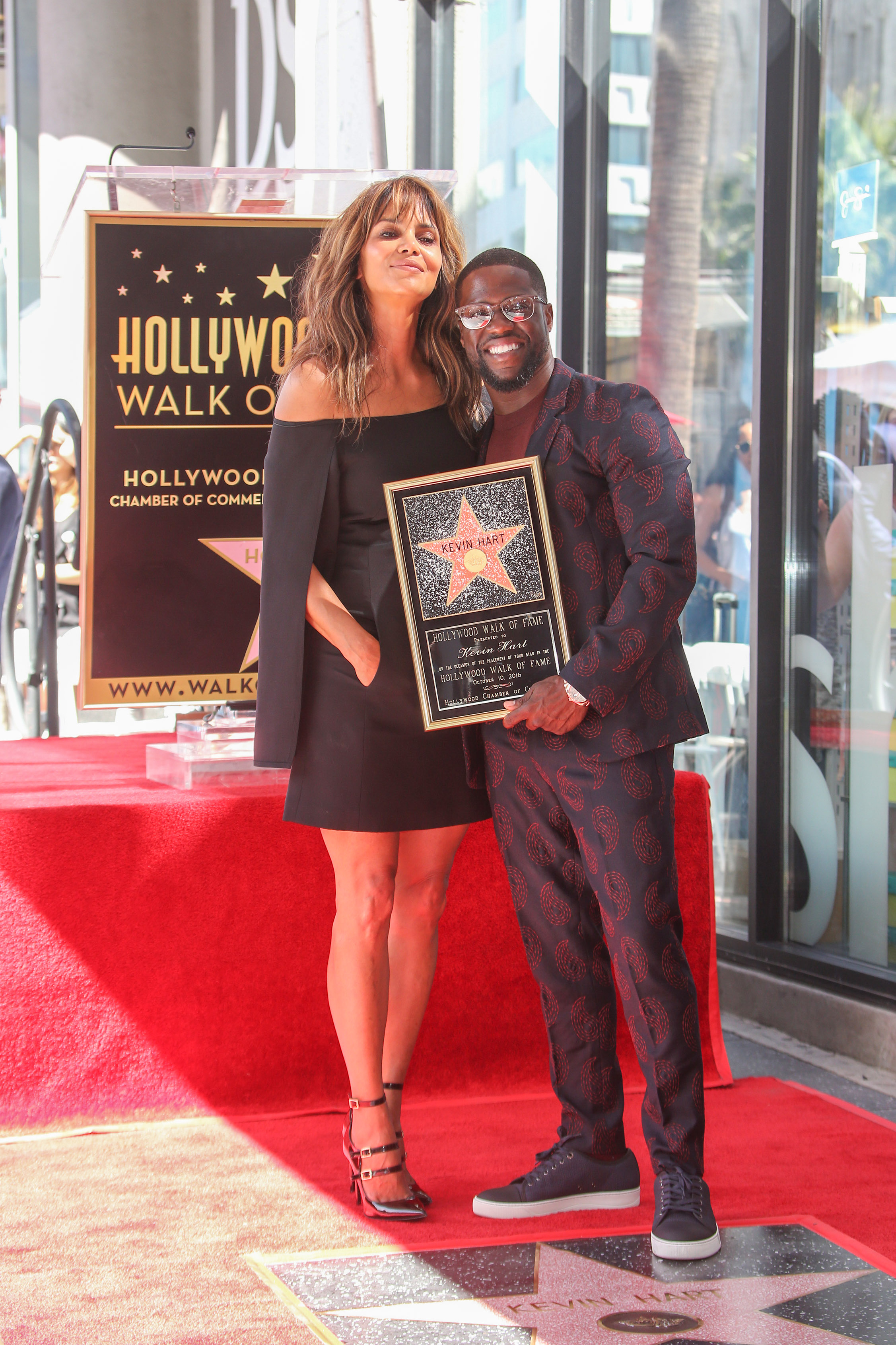 10/10/2016 - Halle Berry, Kevin Hart - Kevin Hart Honored with a Star on the Hollywood Walk of Fame - Hollywood Walk of Fame - Hollywood, CA, USA - Keywords: Vertical, American actor, comedian, writer, producer, film industry, movie, television, red carpet event, Ceremony, Person, People, Celebrity, Celebrities, WOF, HWOF, Photography, Photograph, Candid, Respect, Arts Culture and Entertainment, Attending, Topix, Bestof, Los Angeles, California Orientation: Portrait Face Count: 1 - False - Photo Credit: PRPhotos.com - Contact (1-866-551-7827) - Portrait Face Count: 1