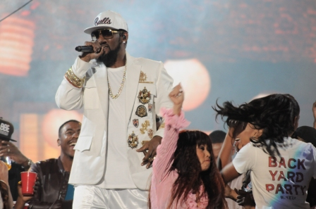 R. Kelly Victim's Dad Doesn't Know How Singer's A Free Man