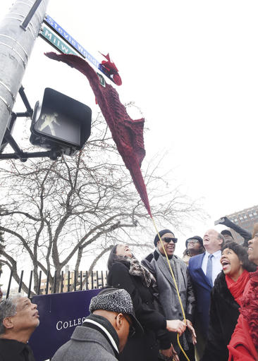 """Motown legend Stevie Wonder unveils the new street sign """"Stevie Wonder Ave."""" along with Motown Museum chairwoman Robin Terry, Detroit Mayor Mike Duggan, City Council President Brenda Jones and Congresswoman Brenda Lawrence. during a ceremony in Detroit, Wednesday, Dec. 21, 2016.  A portion of Milwaukee Street was renamed Stevie Wonder Ave. (Daniel Mears/Detroit News via AP)"""