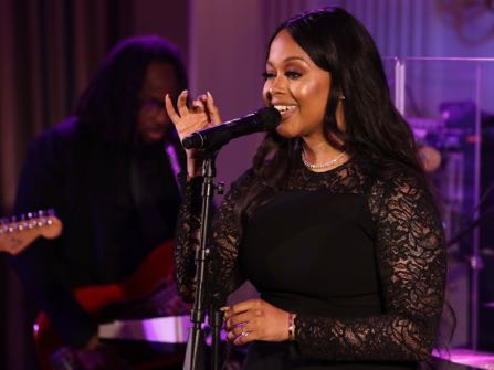 Singer Chrisette Michele performs for President Barack Obama, first lady Michelle Obama, Singapore's Prime Minister Lee Hsien Loong, and his wife Ho Ching, in the State Dining Room of the White House during a state dinner, Tuesday, Aug. 2, 2016, in Washington. (AP Photo/Jacquelyn Martin)