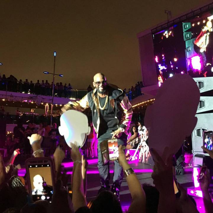 R. Kelly is a showman's showman.