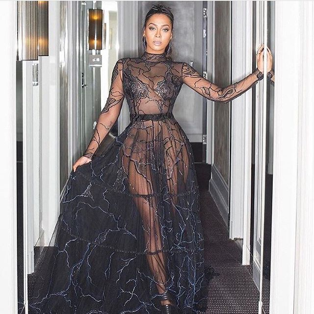 LaLa Anthony looks gorge. She has a ring on every finger, except her ring finger!