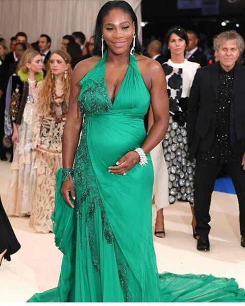 Serena Williams pretty and preggers.