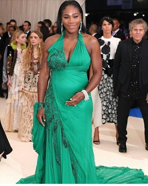 Serena Williams pretty and preggers.