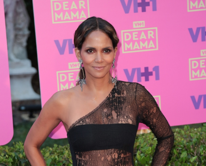 Did Halle Berry Dump Her New Boo While They Were On Vacation