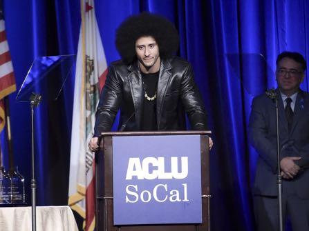 Beyoncè Presents Colin Kaepernick with SI's Muhammad Ali Award