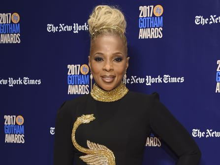 Mary J. Blige Breaks Down While Receiving Hollywood Star