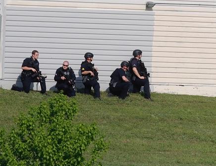 Man In Custody After 2 Dallas Officers, Store Employee Shot