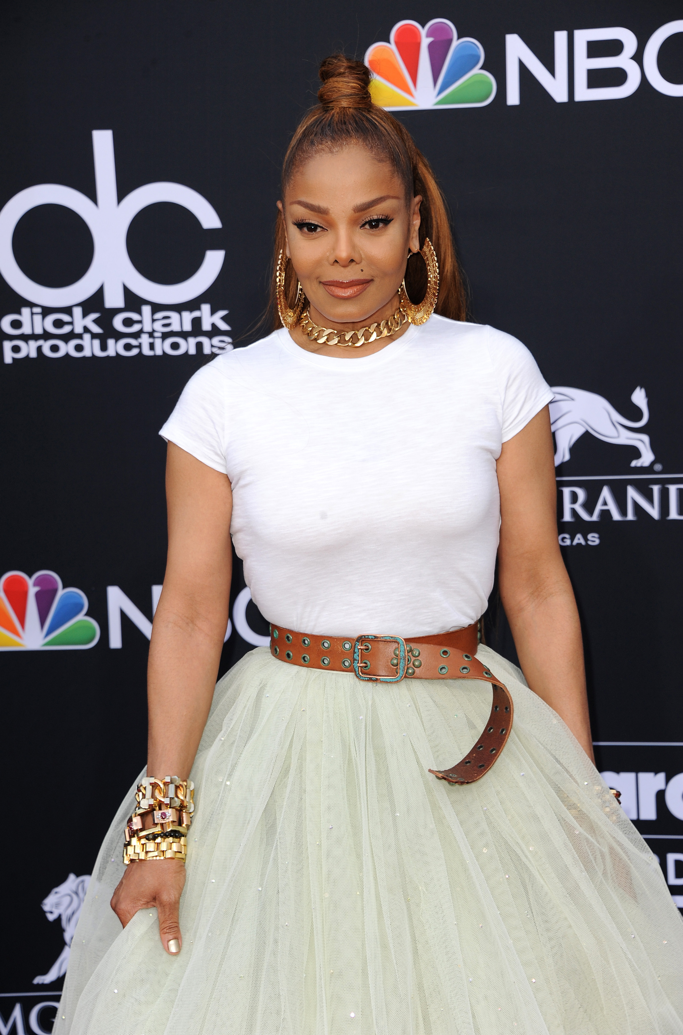 Janet Jackson Wins The Dolly Parton Challenge With Super Sexy Tinder Pic